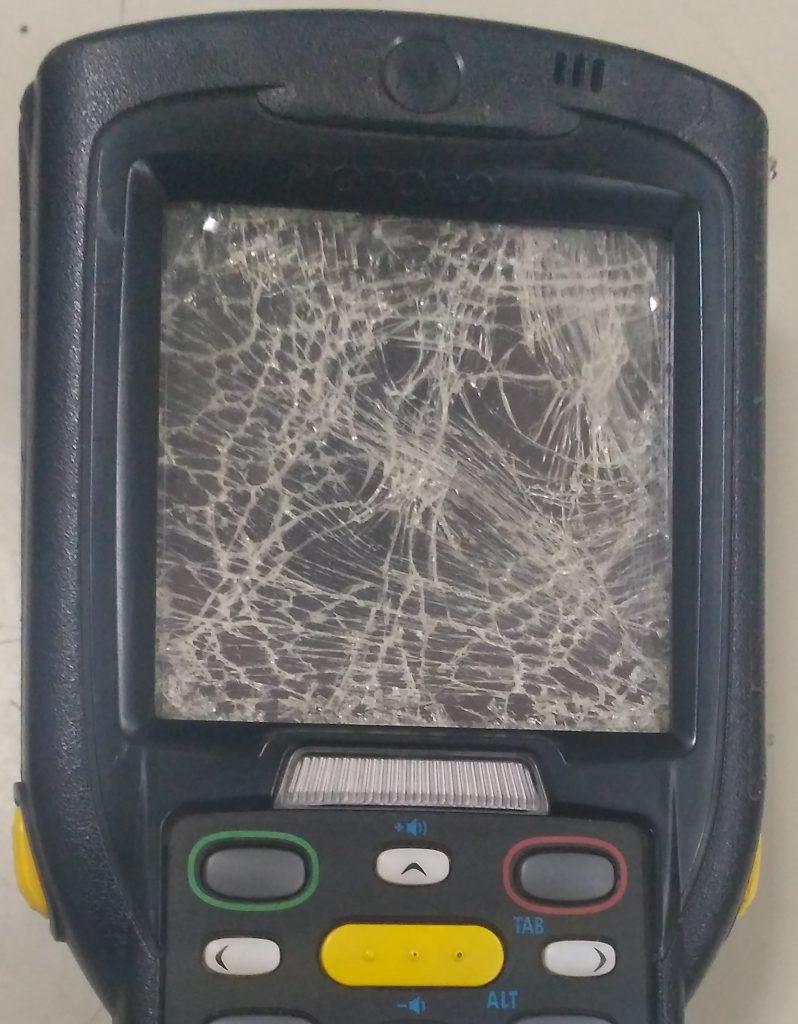 """В заявке на ремонт неисправность терминала Zebra MC3190 описана как """"Разбит экран"""""""